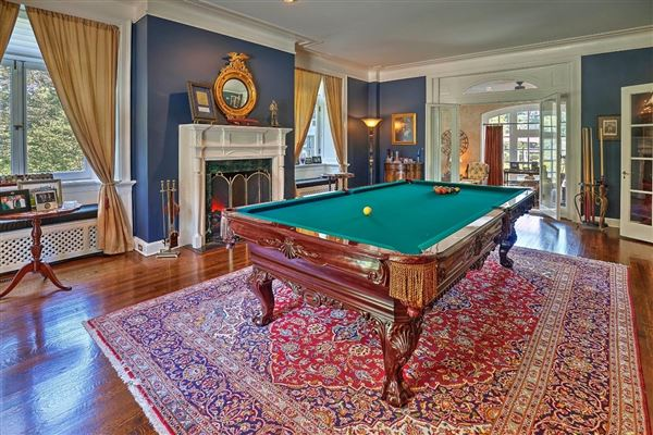 Luxury real estate Misty Acres - updated and restored landmark estate