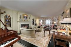 ten Magnificent acres and beautiful home luxury properties