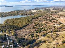 prime lakefront location in East Tawakoni luxury properties