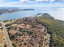 Luxury homes in prime lakefront location in East Tawakoni