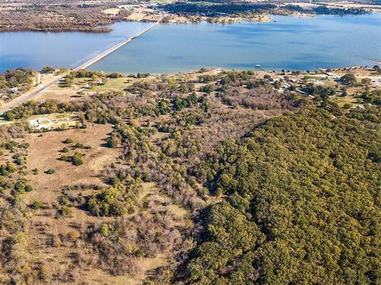 prime lakefront location in East Tawakoni luxury homes