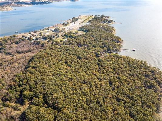 Luxury real estate prime lakefront location in East Tawakoni
