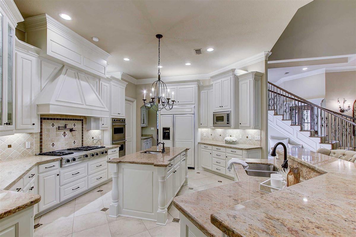 Luxury real estate Gorgeous custom home in Estes Park