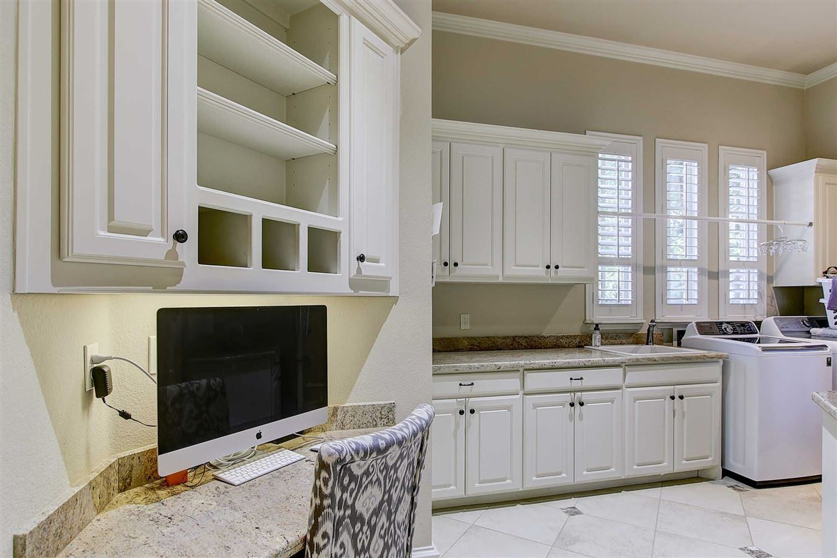 Mansions in Gorgeous custom home in Estes Park