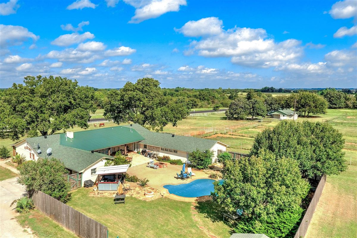a beautiful equine ranch property  luxury homes