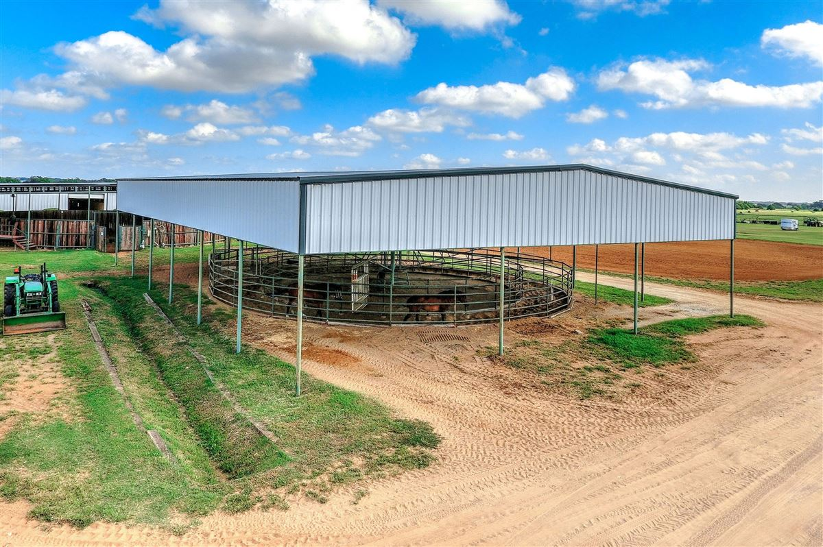 a beautiful equine ranch property  mansions