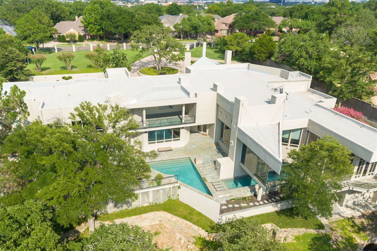 fabulous estate with breathtaking views mansions