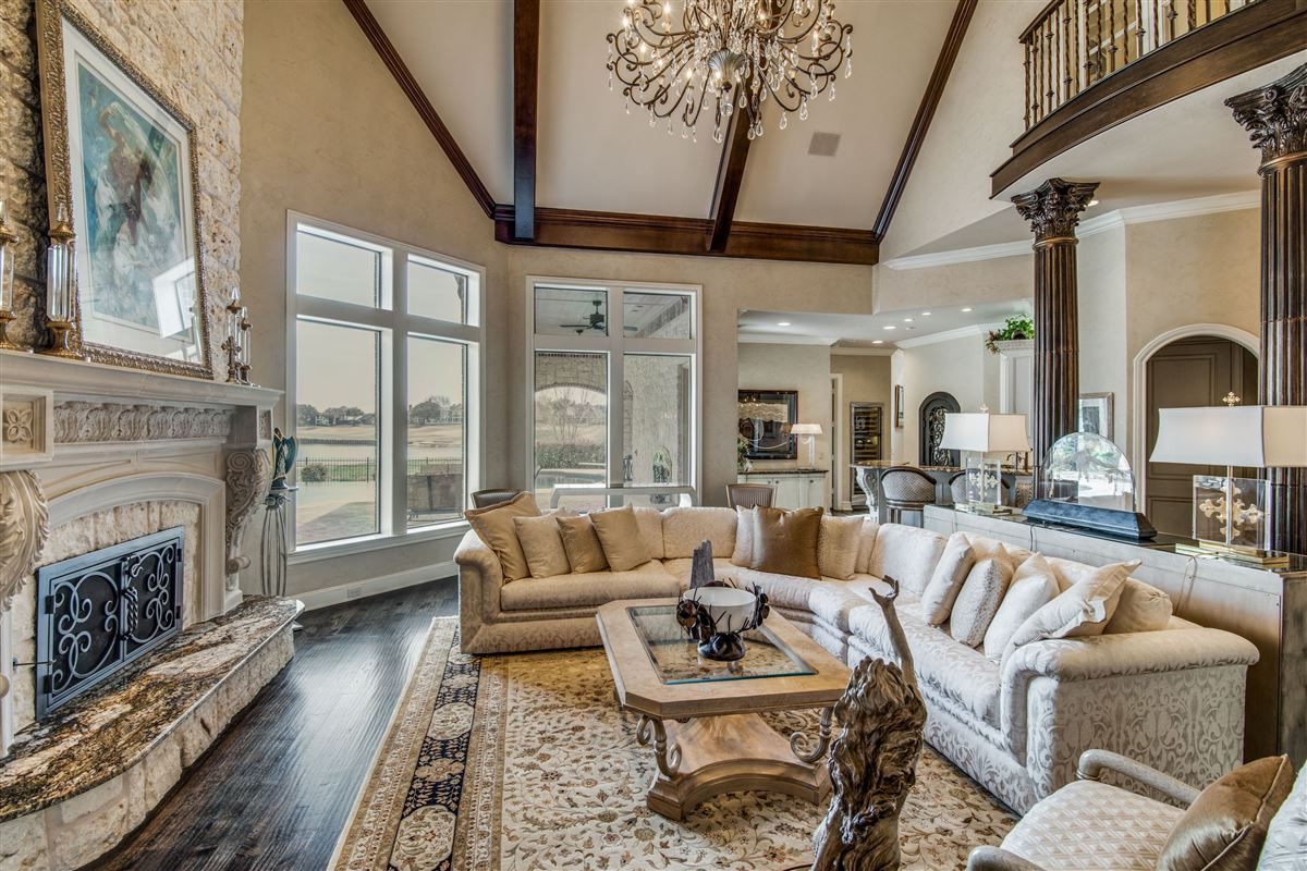 Luxury real estate Signature custom estate home