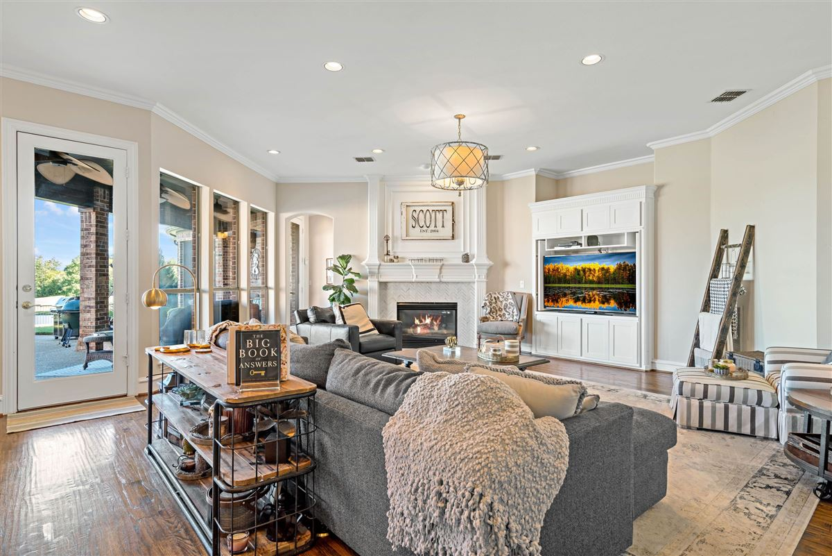 gorgeous home in Firewheel mansions