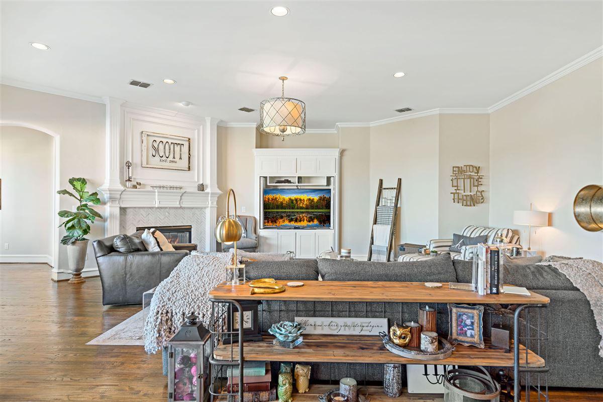 Luxury homes in gorgeous home in Firewheel