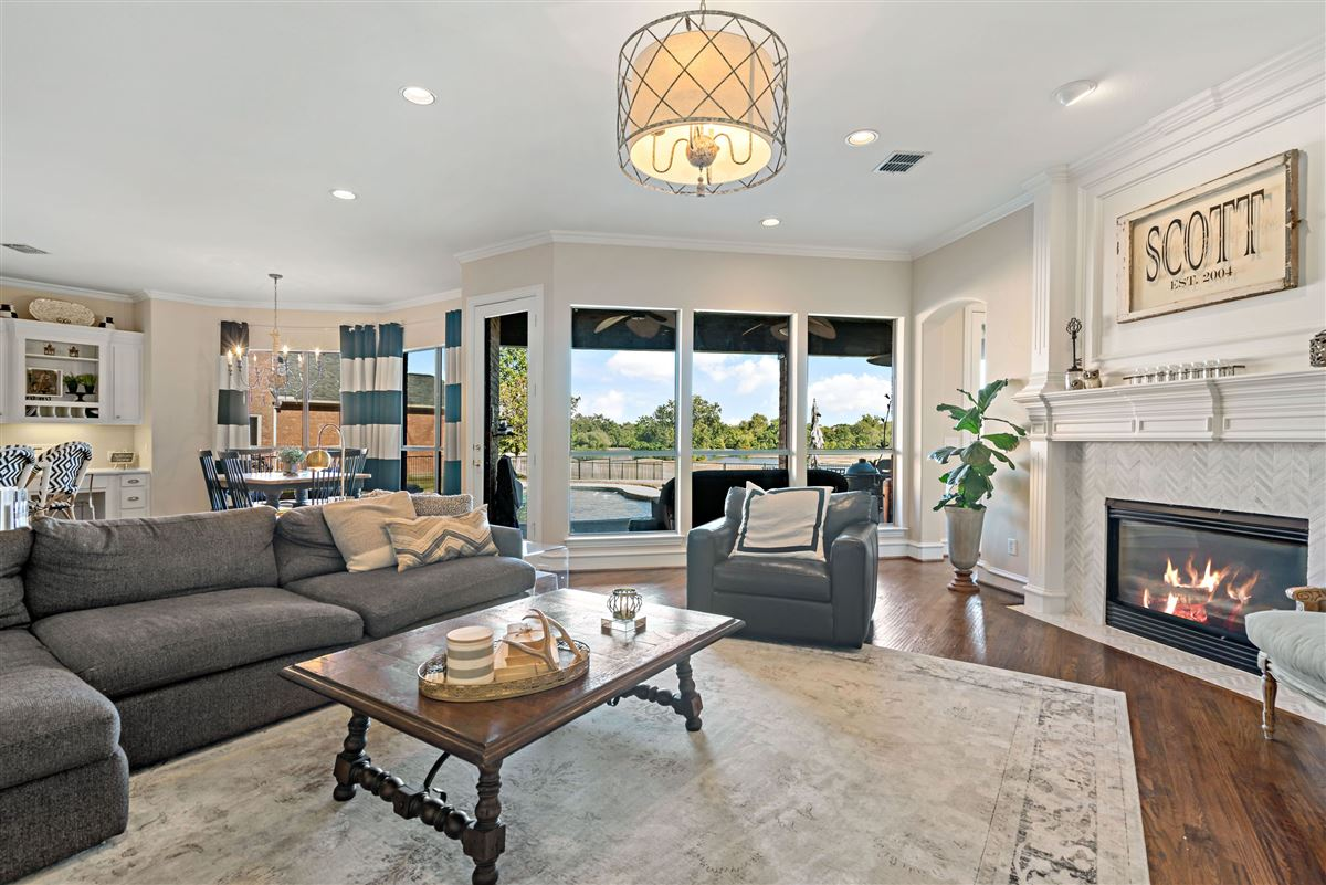 Mansions in gorgeous home in Firewheel