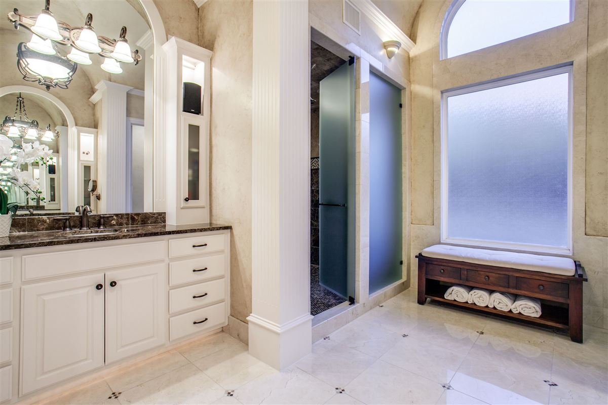 Luxury homes Luxurious and Private custom home