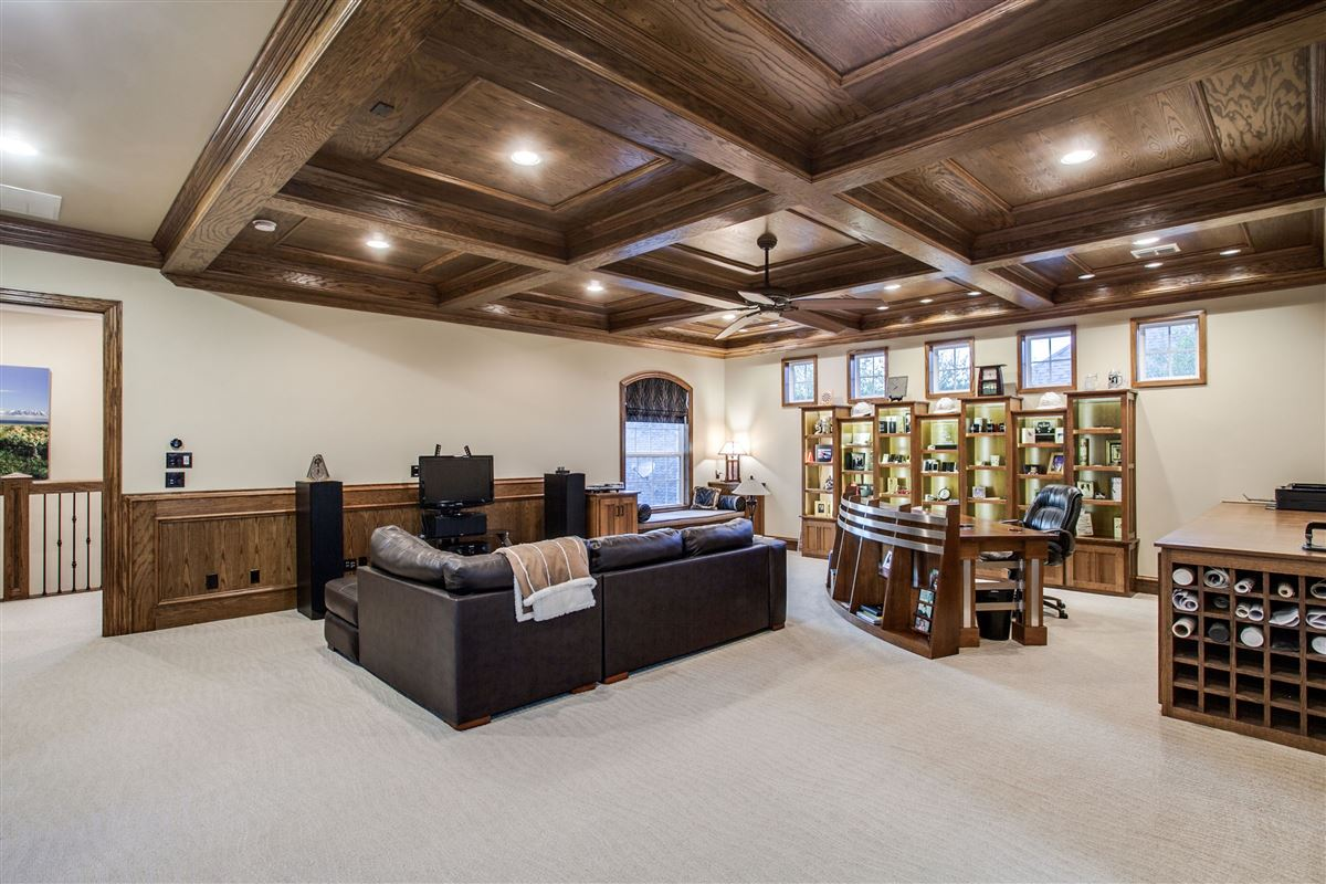 Luxury real estate Luxurious and Private custom home