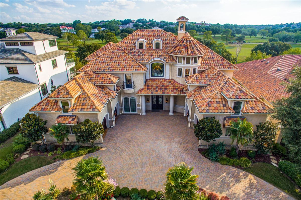 Luxury real estate a luxury Mediterranean style golf course home