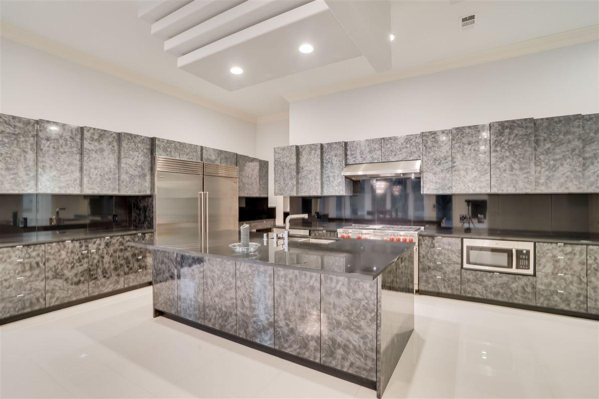 Luxury real estate Spectacular estate on a premium lot