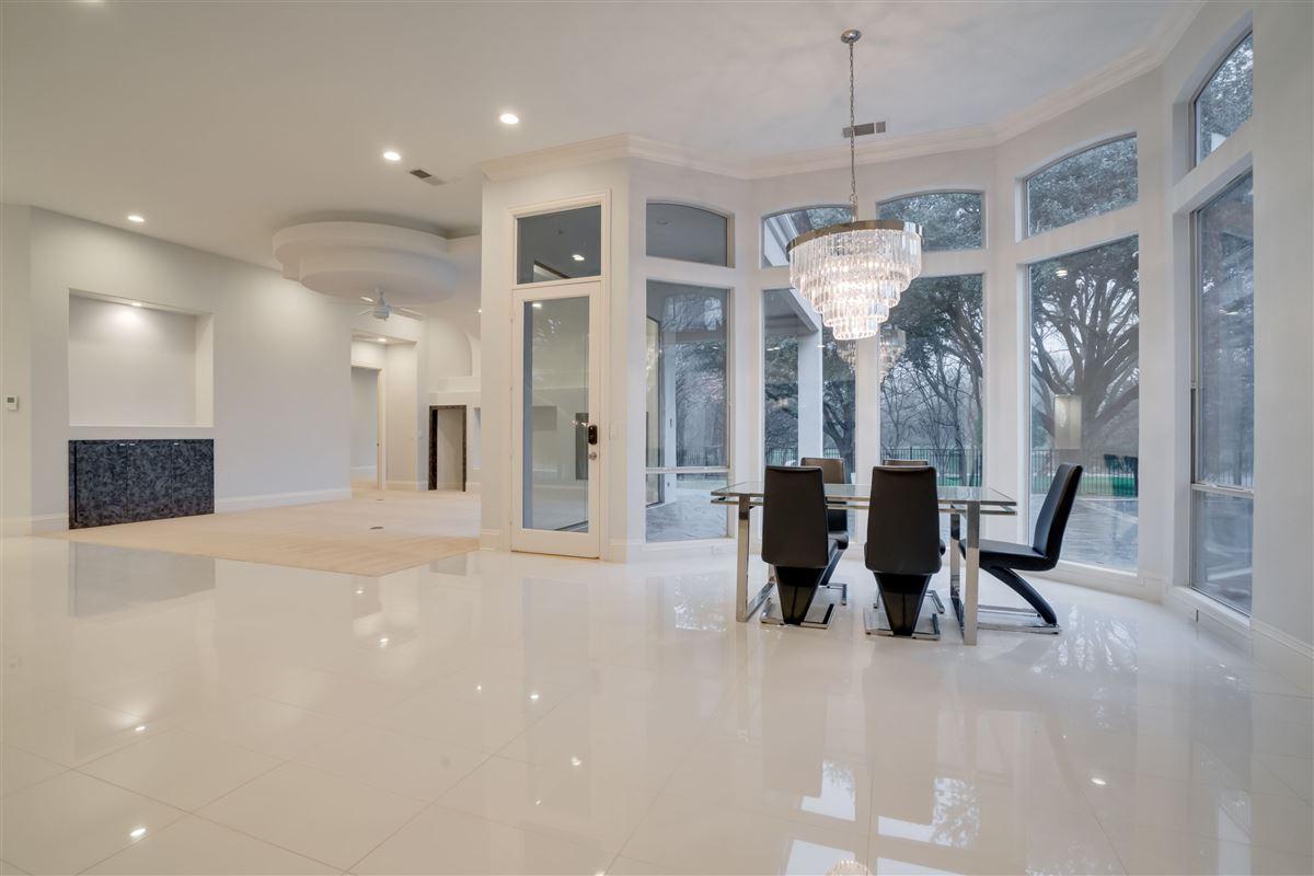 Luxury properties Spectacular estate on a premium lot