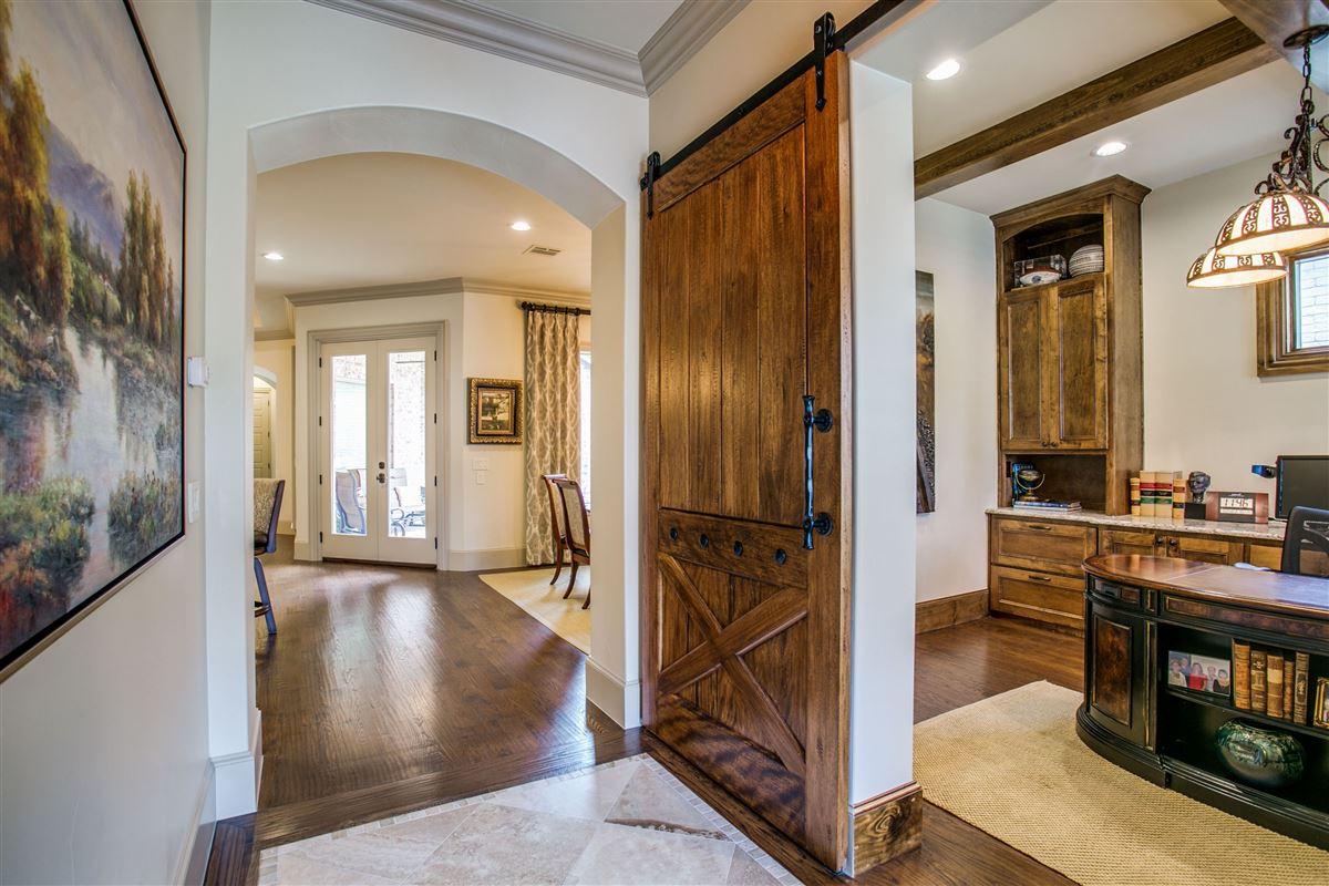 Mansions a Pristine single story home