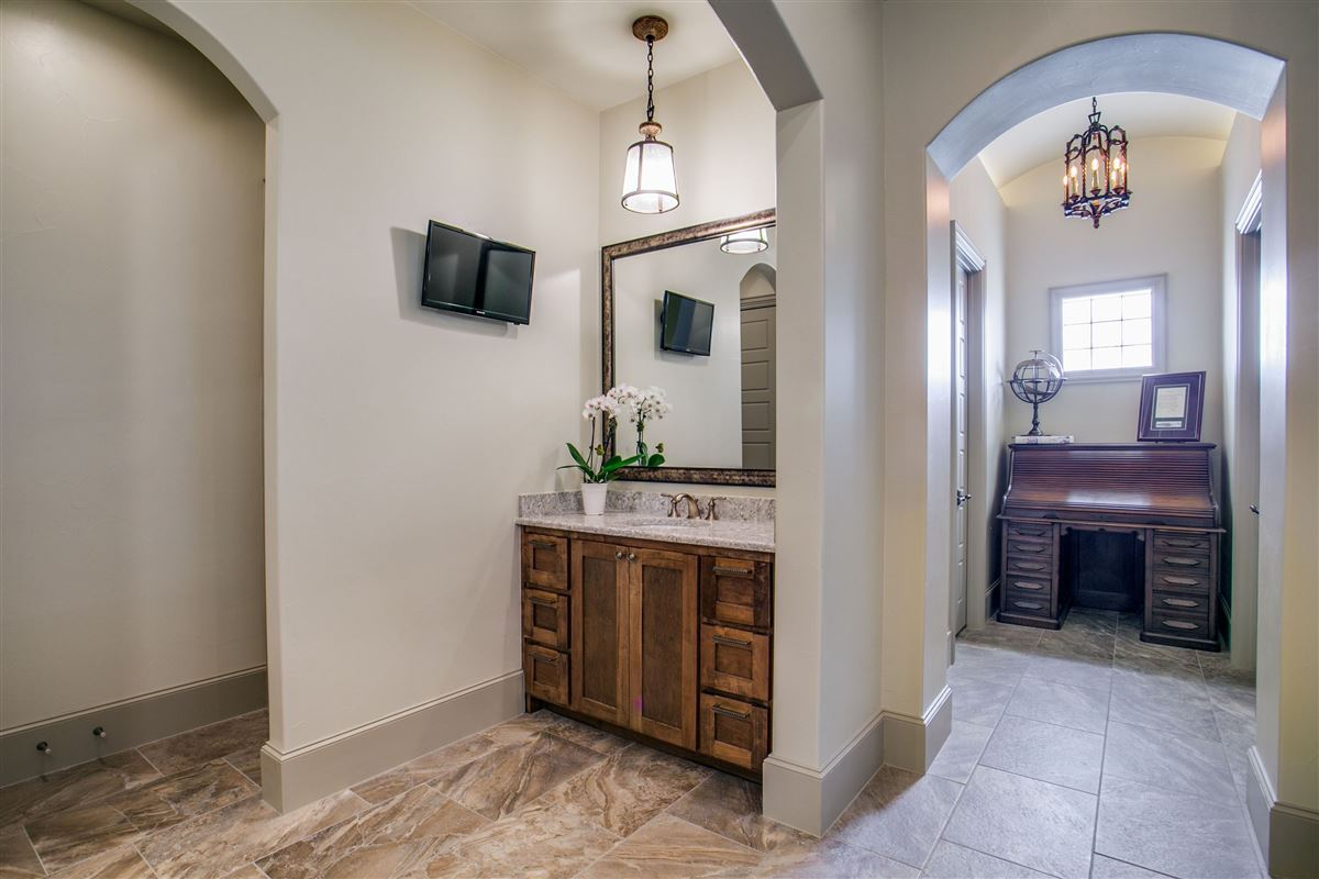 Luxury homes a Pristine single story home