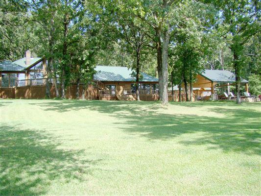 GATED EAST TEXAS LAKE HOUSE | Texas Luxury Homes