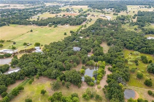 Mansions in expansive property covering more than 7 acres
