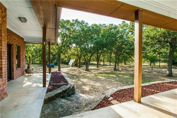 Luxury homes expansive property covering more than 7 acres
