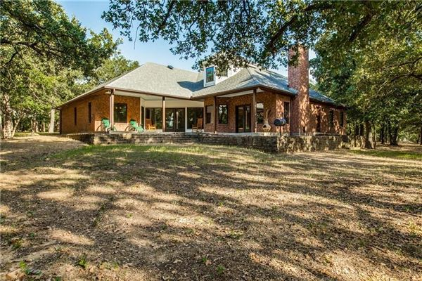 expansive property covering more than 7 acres luxury homes