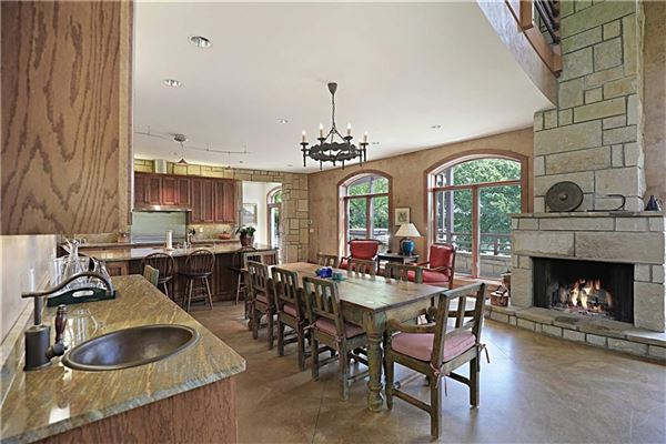 Luxury real estate country estate OVERLOOKING LAKE TEXOMA