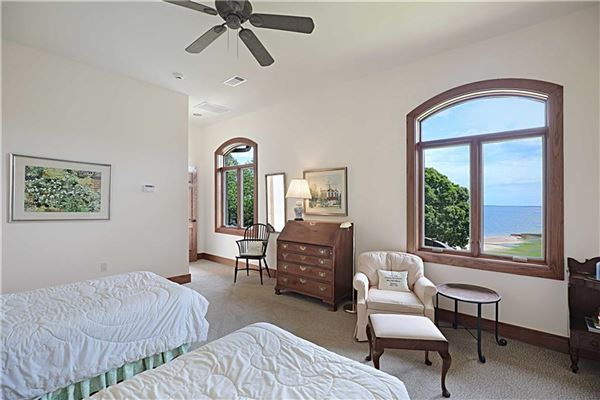 Luxury homes country estate OVERLOOKING LAKE TEXOMA