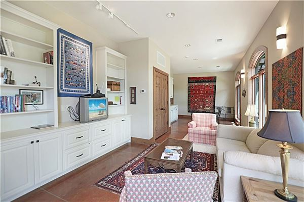 Luxury properties country estate OVERLOOKING LAKE TEXOMA