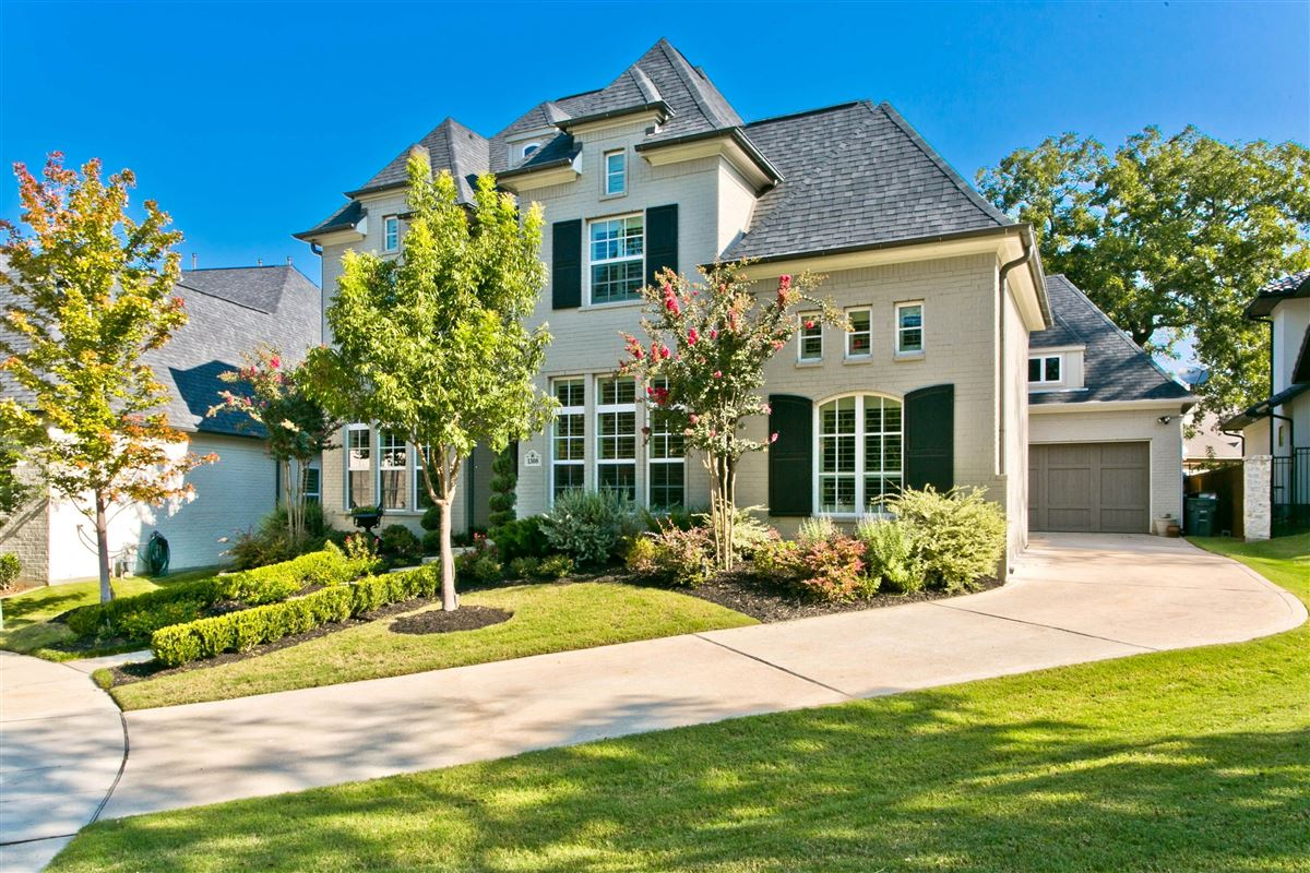 Luxury homes in Hamilton Hills residence of character and individuality