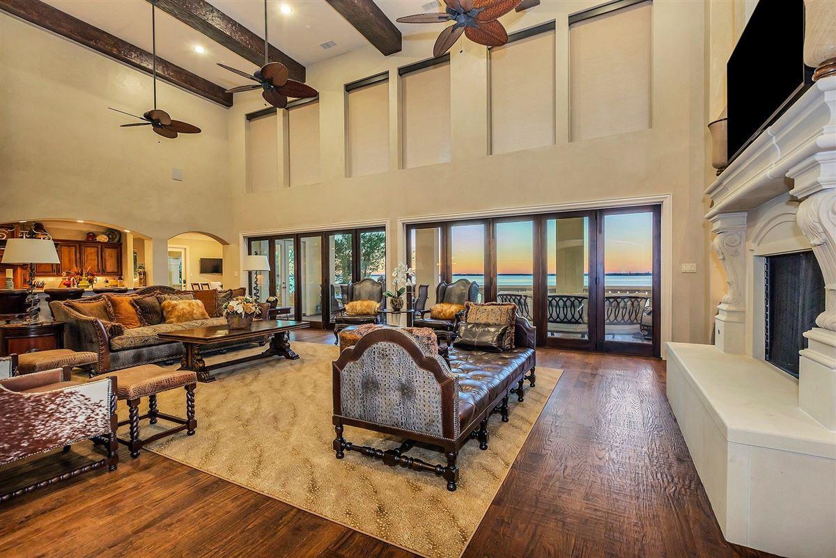 Mansions Magnificent Lakefront estate