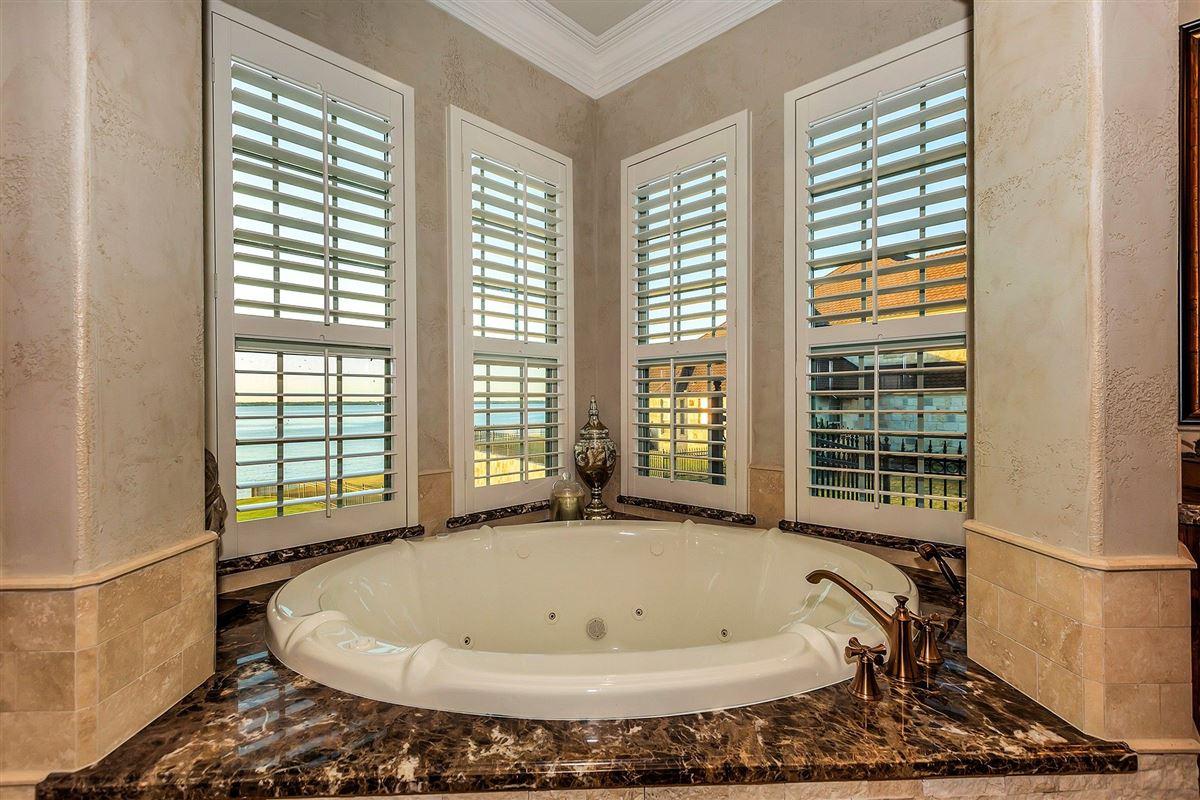 Magnificent Lakefront estate mansions