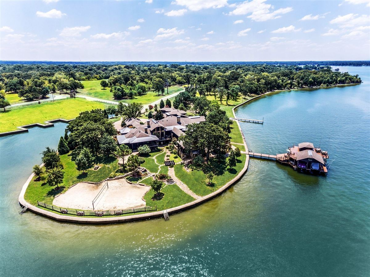 Fabulous Crown Jewel Of Cedar Creek Lake In Texas Texas Luxury Home Interior And Landscaping Transignezvosmurscom