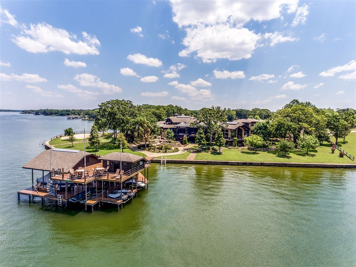 Astounding Crown Jewel Of Cedar Creek Lake In Texas Texas Luxury Home Interior And Landscaping Transignezvosmurscom