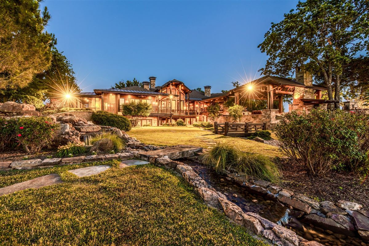 Crown Jewel of Cedar Creek Lake in Texas mansions