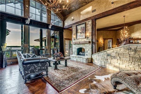 Crown Jewel of Cedar Creek Lake in Texas mansions