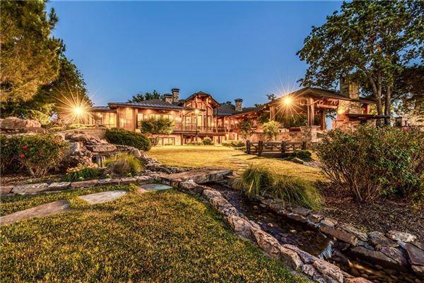 Luxury homes in Crown Jewel of Cedar Creek Lake in Texas