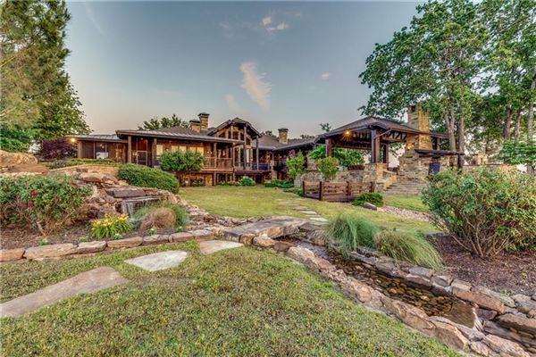 Luxury homes Crown Jewel of Cedar Creek Lake in Texas