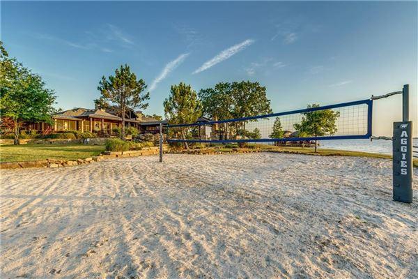 Mansions Crown Jewel of Cedar Creek Lake in Texas