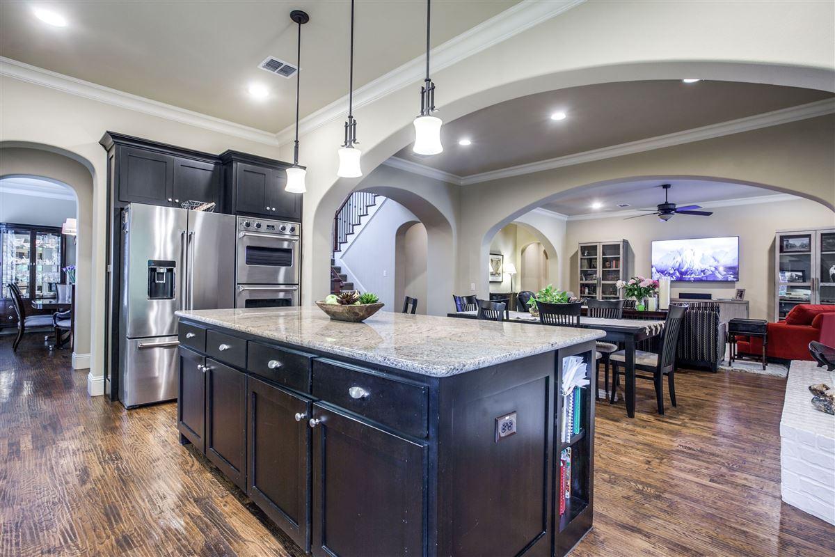 Luxury real estate exquisite Darling custom home