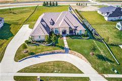 Luxury properties 1 story charmer in heath, texas
