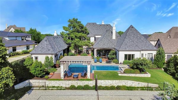 impressive estate in the reserve of Westwyck Hills mansions