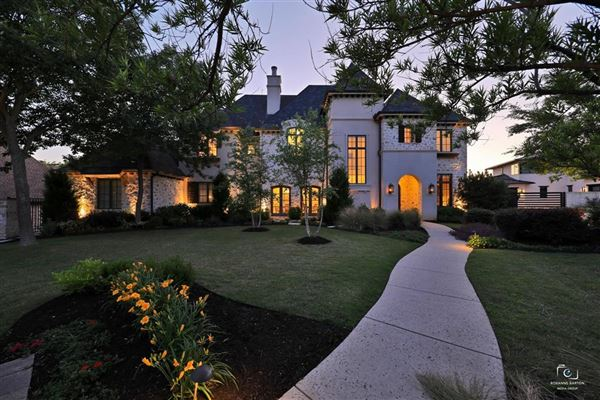 impressive estate in the reserve of Westwyck Hills luxury homes