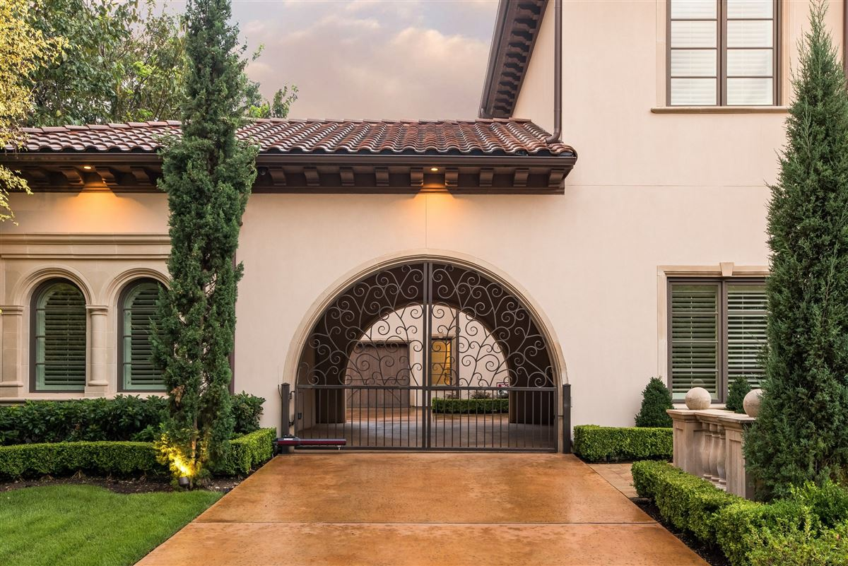 Luxury real estate Absolutely gorgeous home in Preston Hollow
