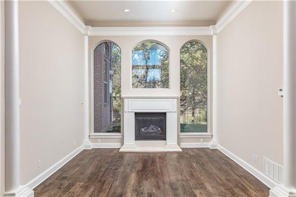 five bedroom estate in the center of Arlington luxury homes