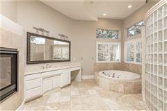 Luxury homes five bedroom estate in the center of Arlington