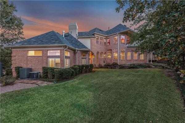 Luxury properties five bedroom estate in the center of Arlington