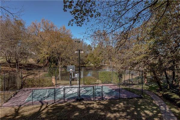 five bedroom estate in the center of Arlington luxury properties