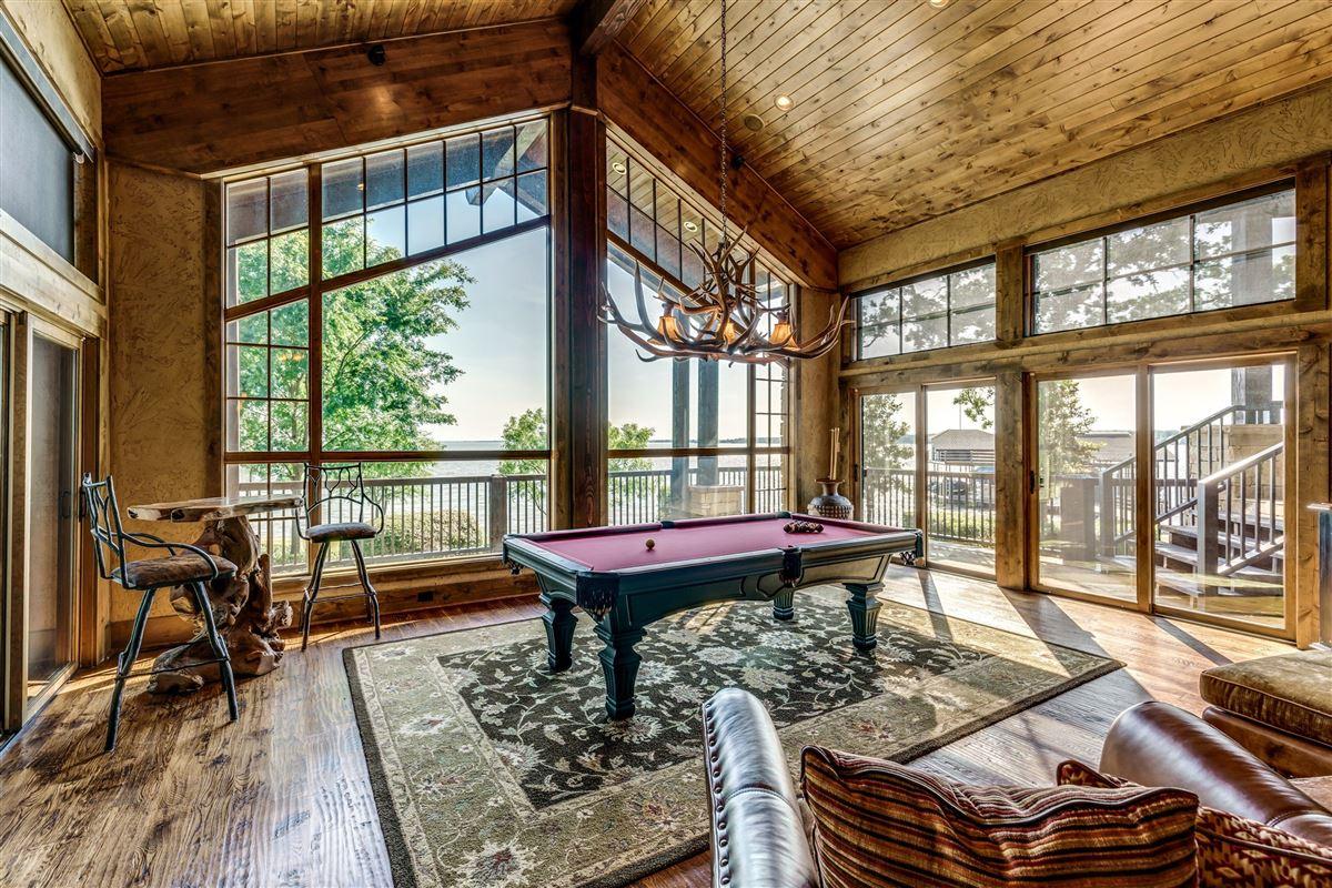 Luxury homes Crown Jewel of Cedar Creek Lake