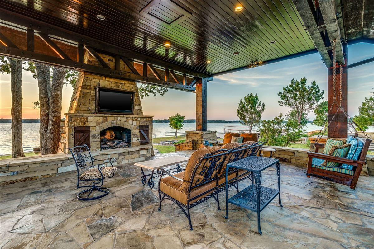 Crown Jewel of Cedar Creek Lake luxury homes